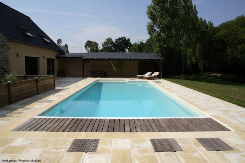 Accessoires pour piscine magiline for Accessoire piscine 07